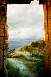 stockvault-landscape-beyond-arch132419
